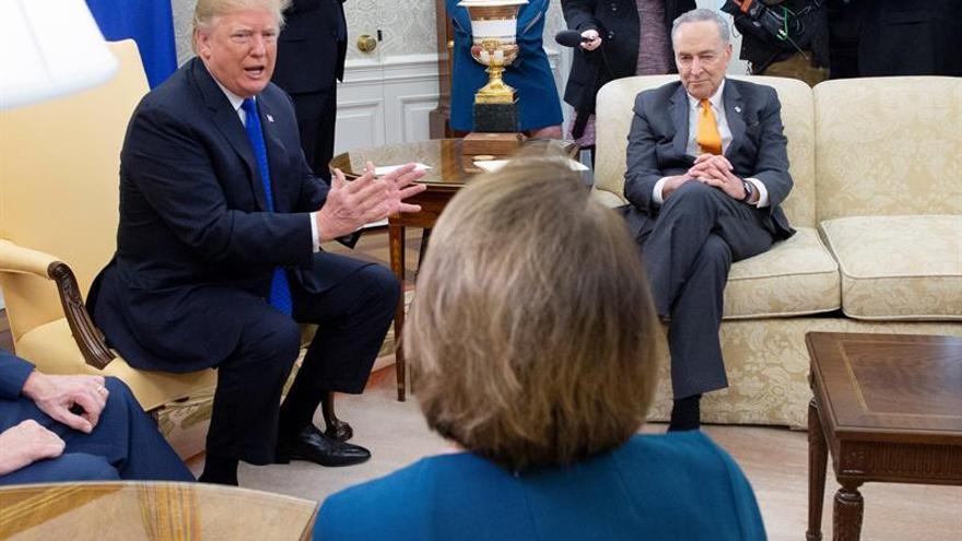 Trump amenaza con cerrar el Gobierno si no logra los fondos para el muro con México