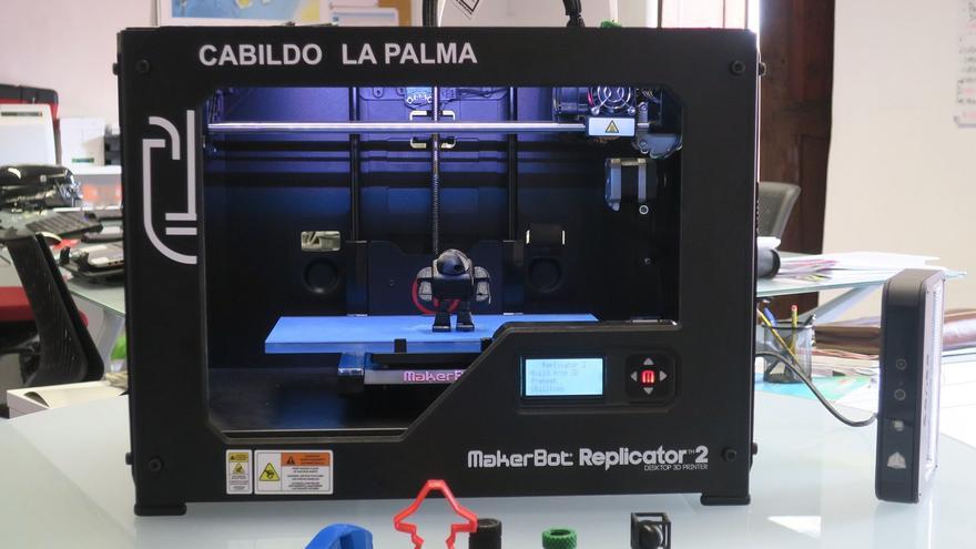 En la imagen, la impresora y escáner 3D.