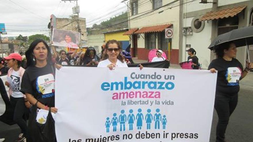 Manifestaciónd de 'Somos Muchas' el pasado mes de abril. Regina Fonseca, en el centro.
