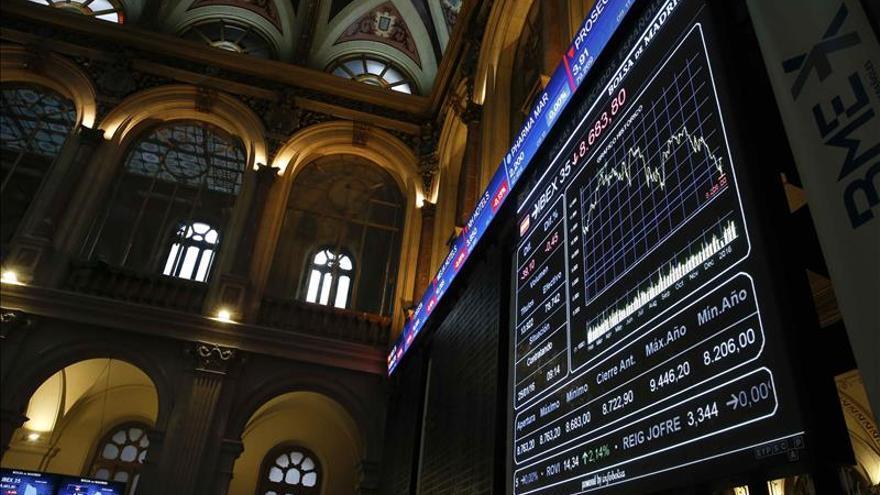 El IBEX 35 mantiene pérdidas del 1,67 % y pone en peligro los 8.400 puntos