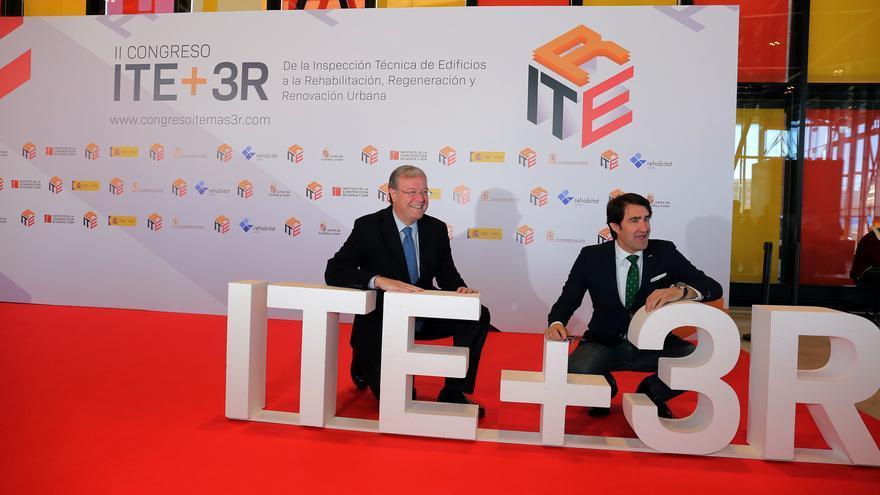 El alcalde de León, Antonio Silván, y el consejero de Fomento y Medio Ambiente de la Junta, Juan Carlos Suárez-Quiñones, en un acto.