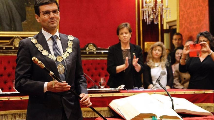 Un total de 26 ayuntamientos andaluces han cambiado de alcalde el primer año de mandato, seis por mociones de censura