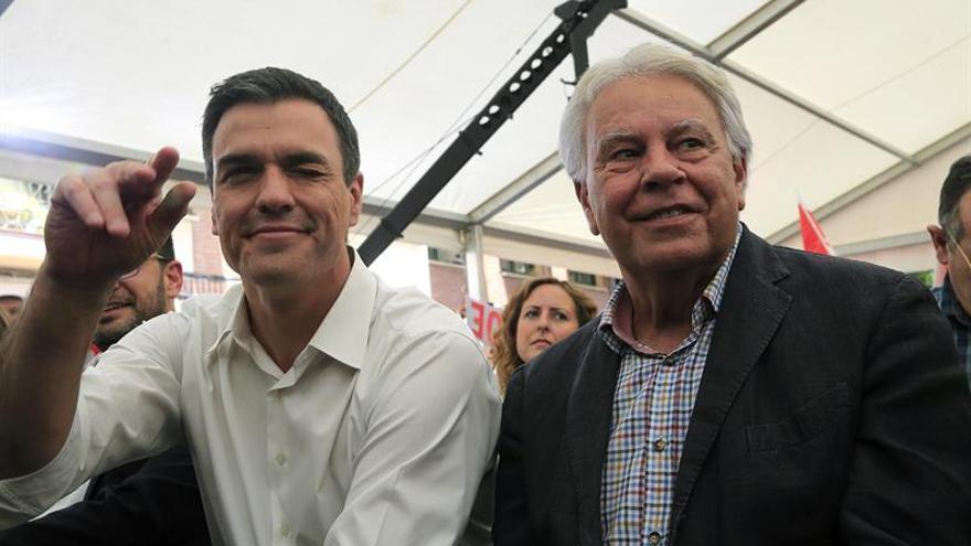 González sugiere al PSOE que se abstenga y facilite la investidura de Rajoy
