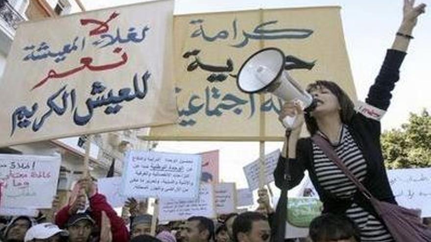 Mujeres tunecinas en protesta. Foto: fsm2013.org