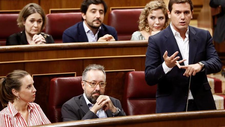 """Resultado de imagen de Rivera reclama a Sánchez que haga pública su tesis para """"disipar dudas"""""""