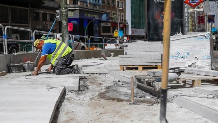 Abierta al tráfico la Gran Vía tras reparar la perforación de una tubería de gas