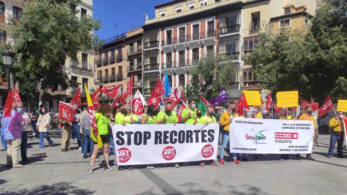 Concentración de trabajadores de GEACAM en la toledana plaza de Zocodover