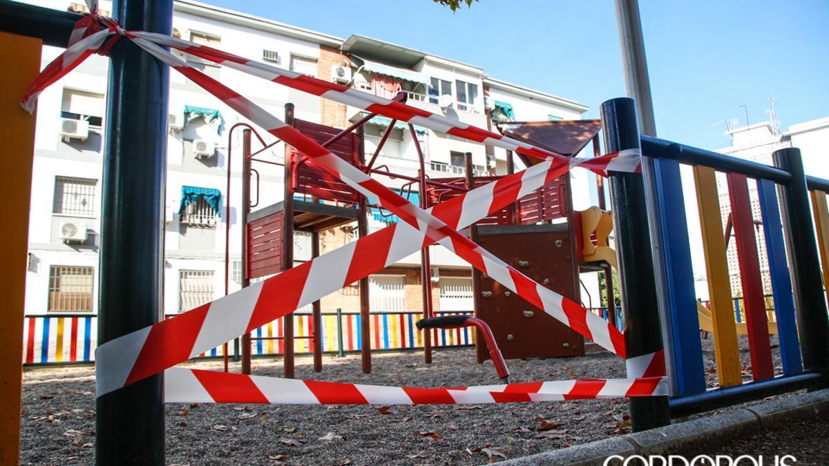 Un parque infantil precintado
