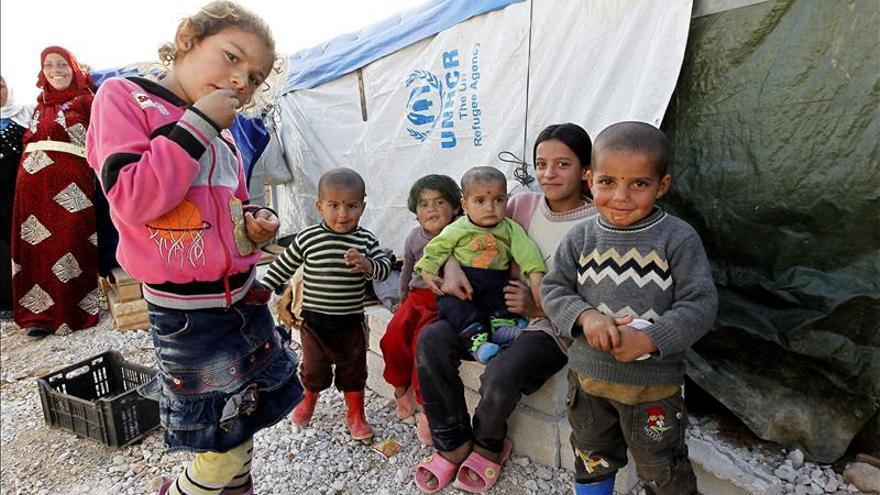 Niños refugiados sirios, en el campo de refugiados de Bednayel, en el Valle Bekaa de Líbano. / Efe.