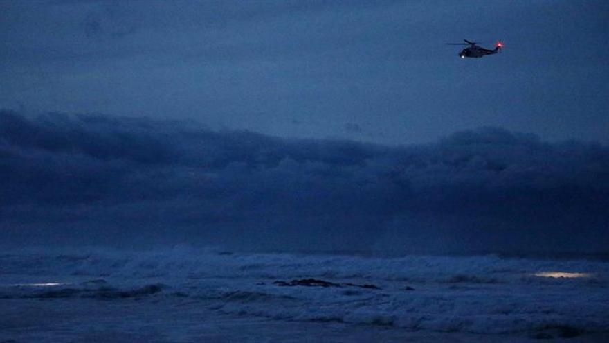 Rescatan una patera con 7 inmigrantes localizada por helicóptero Salvamento