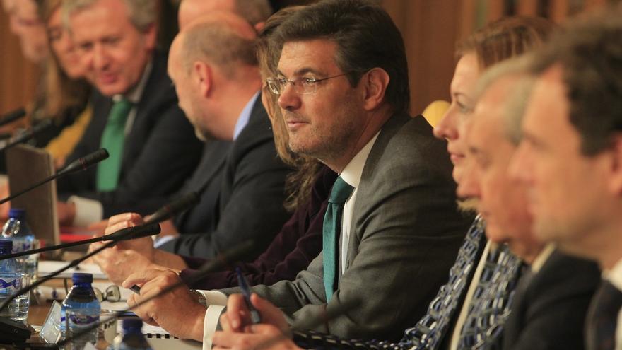 """Catalá cree que el """"encaje"""" de las CCAA requiere una reforma constitucional, pero con consenso"""