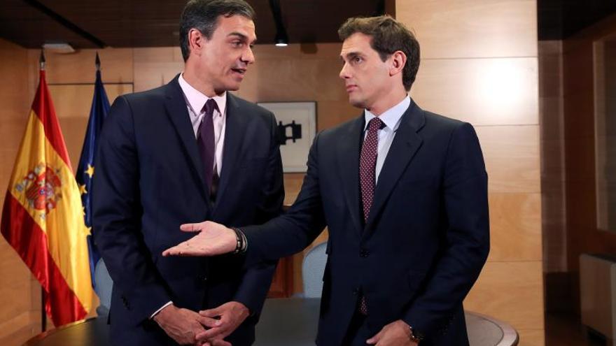 Albert Rivera en su encuentro con Pedro Sánchez en el congreso