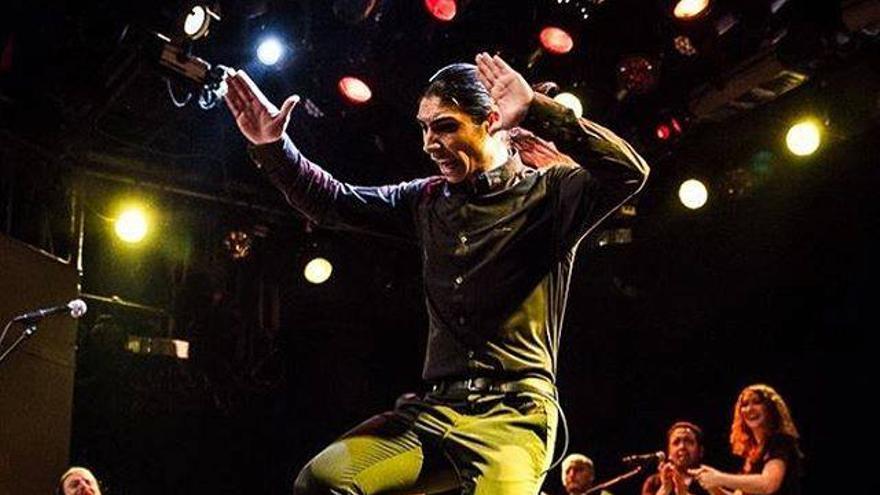 El Yiyo durante una actuación.   TORI SPARKS