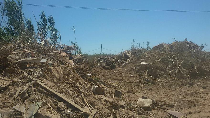 Montañas de basura en la zona donde se iba a celebrar el evento, antes de ser limpiado.