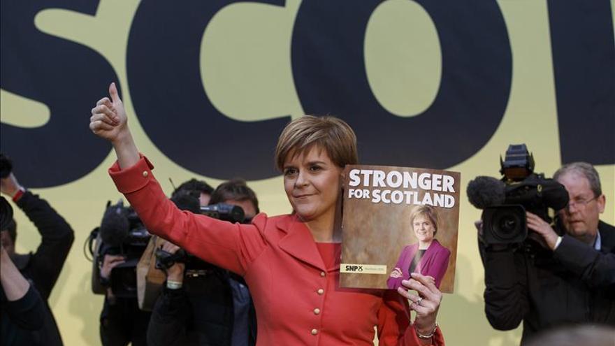 Sturgeon presenta el programa electoral del SNP en Edimburgo el 20 de abril.