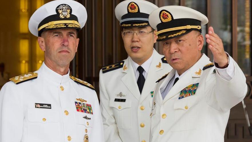 El jefe de la Armada de EEUU visita la base de la flota naval del norte de China