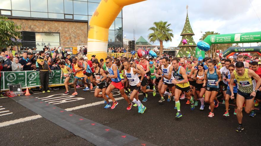 Salida de la Gran Canaria Maratón 2017: distancias de 42 y 21 km. Alejandro Ramos.