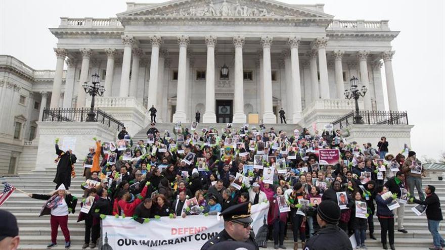 El Tribunal Supremo de EE.UU. rechaza intervenir en la disputa sobre el plan migratorio DACA