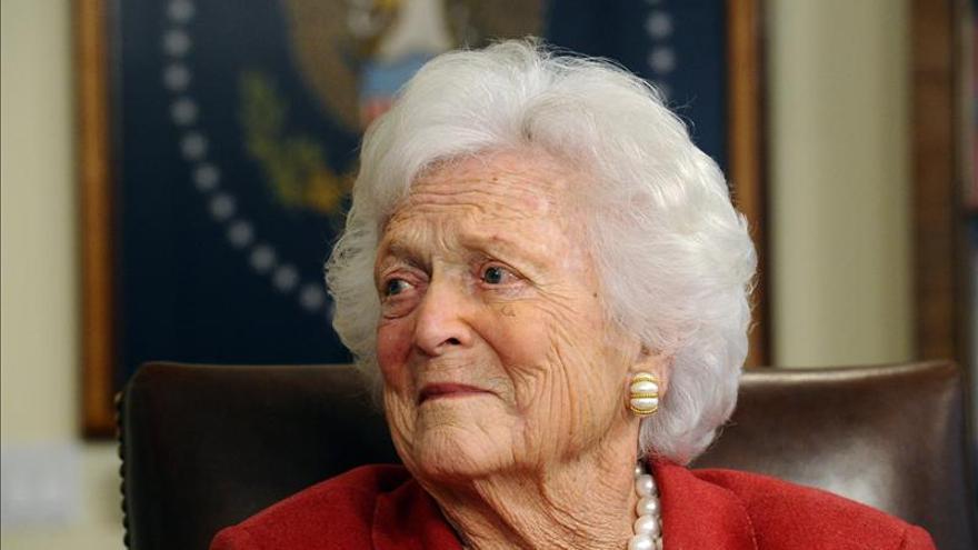 Exprimera dama de EE.UU. Bárbara Bush hospitalizada por un problema respiratorio