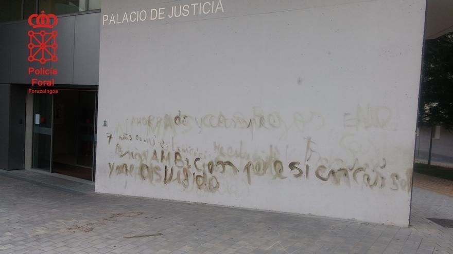 Detenido un joven de 22 años tras ser sorprendido realizando pintadas en el Juzgado de Tudela