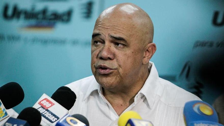 """La oposición venezolana dice que el Parlamento se instalará en 2017 pese a los """"obstáculos"""""""