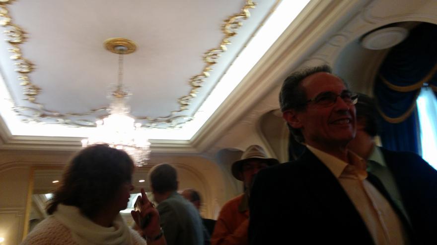 Antero Ruiz, al finalizar el acto de Cayo Lara en el Ritz. / A. R.