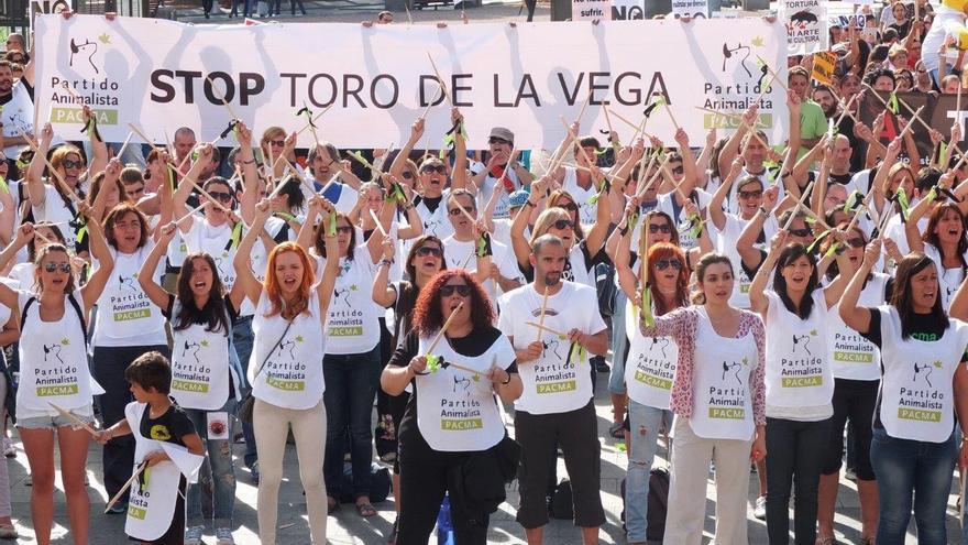 La marcha, organizada por el Partido Animalista, ha reunido a 10.000 personas en Madrid / PACMA