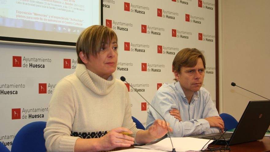A la izquierda la concejal de Desarrollo y Empleo de Huesca, Pilar Novales.