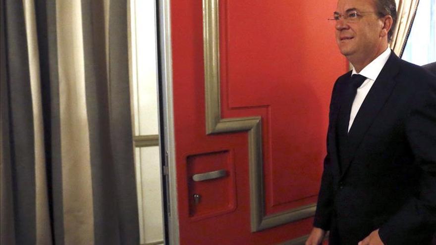 Monago sobre los viajes dice que el PSOE firma en Madrid lo que niegan a Extremadura