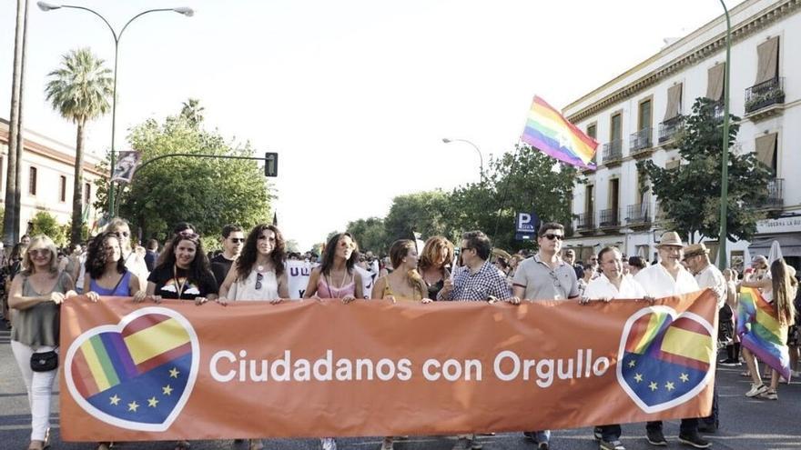 "Rivera critica los ""ataques"" de ""auténticos fascistas"" a miembros de Cs Andalucía en el Orgullo de Sevilla"
