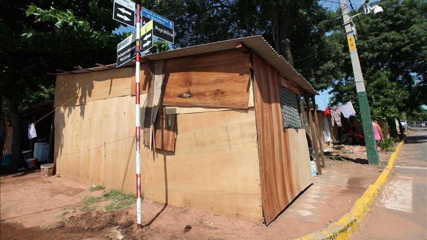 Los refugios para los desplazados son parte del paisaje navideño de Asunción