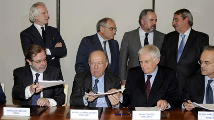 Competencia multa a Telecinco con 3.6 millones de euros por su fusión con Cuatro