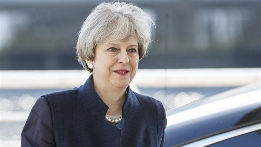 Sturgeon dice que May obstaculiza el referéndum escocés porque teme perder