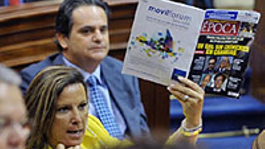 Rita Martín, una pérdida irreparable, mostrando 'Época' en plan doña Pantufla.