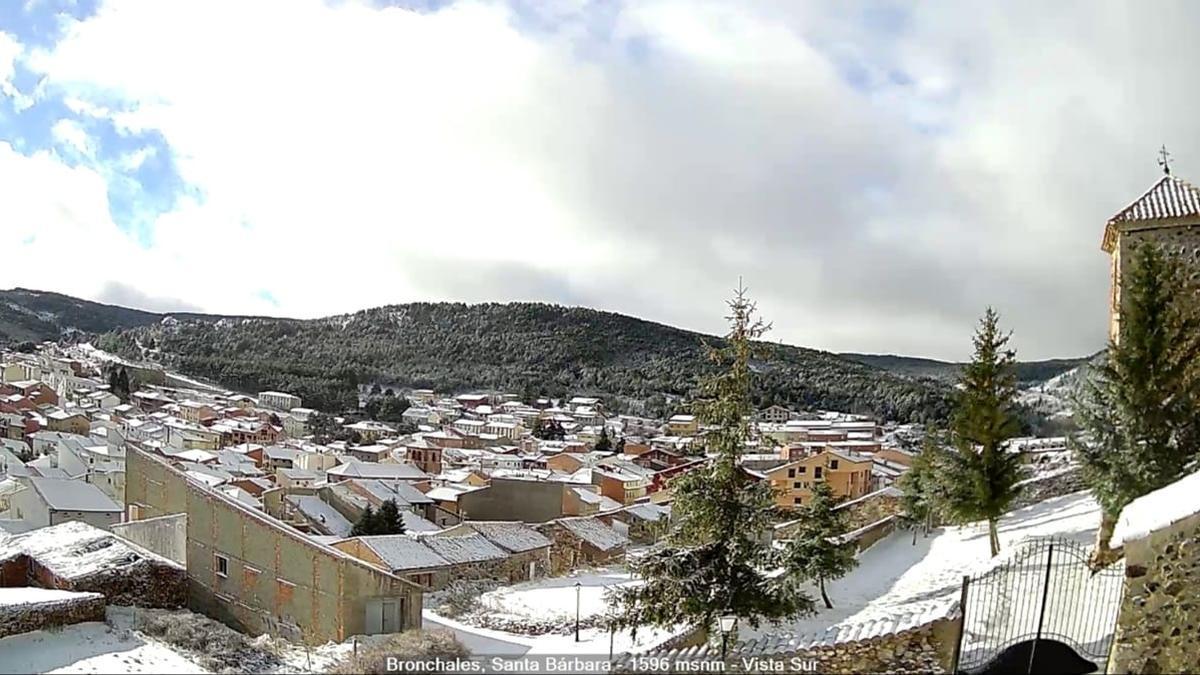 Bronchales, en la Sierra de Albarracín, nevado durante el puente de la Constitución