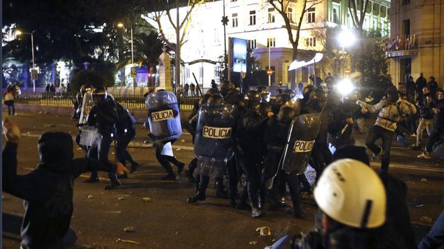 Cargas policiales en las inmediaciones de la Plaza de Colón / EFE