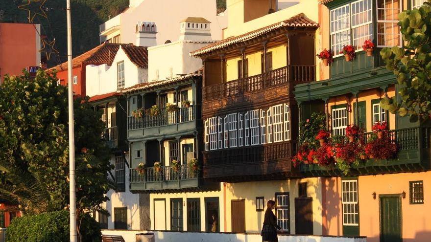 En la imagen, los balcones de la avenida Marítima.