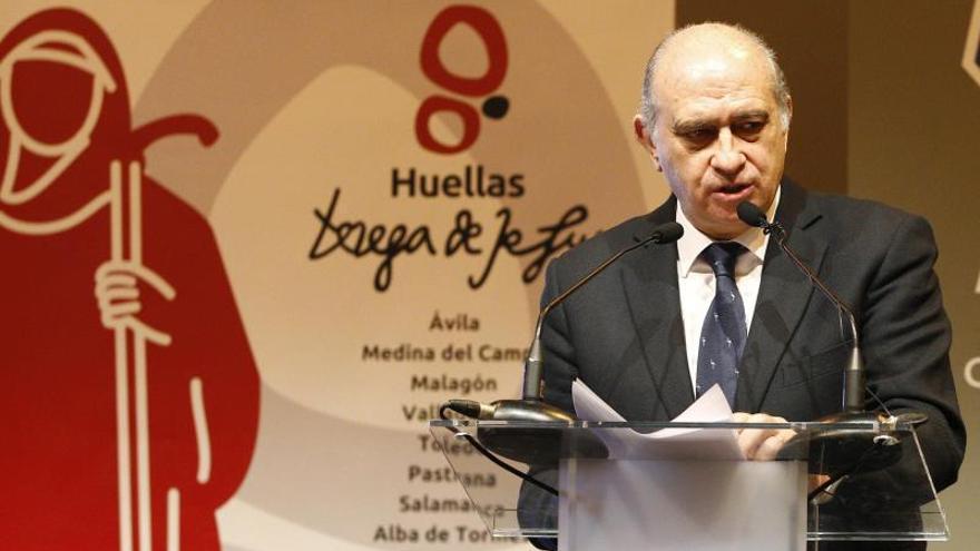 El ministro del Interior afirma que Cataluña no puede ir por el mundo sin cumplir la ley