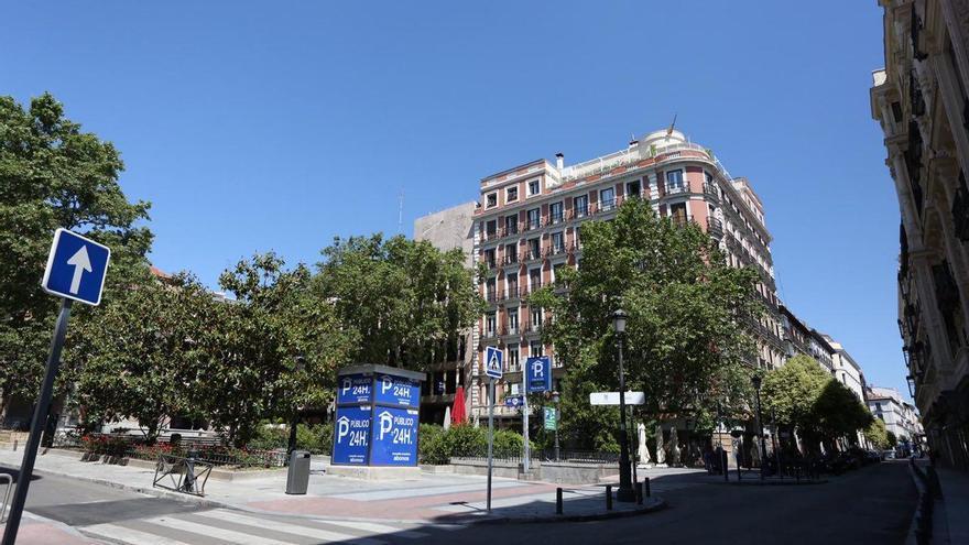 Edificio de la calle Barquillo esquina plaza del Rey, en Madrid