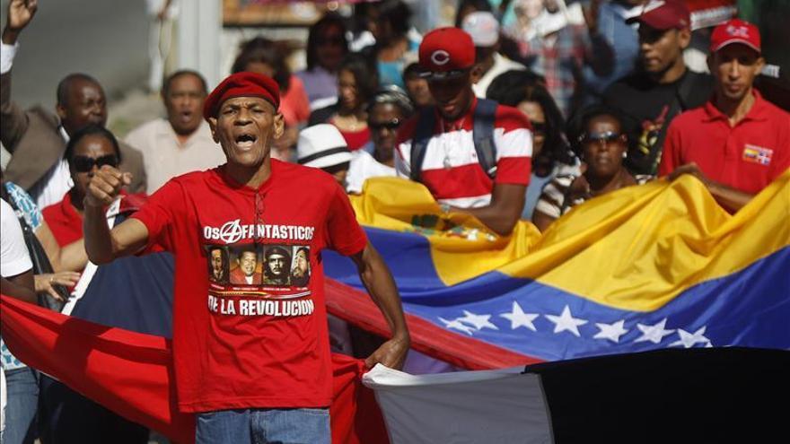 Dominicanos rezan en el santuario de la Virgen de la Altagracia por la salud de Chávez