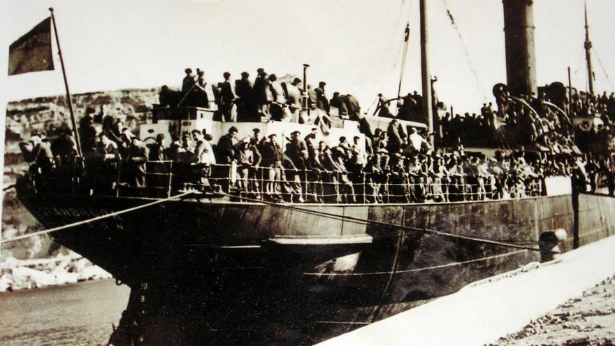 El buque inglés Stanbrook llevó a 2638 personas desde Alicante a Orán (Argelia).