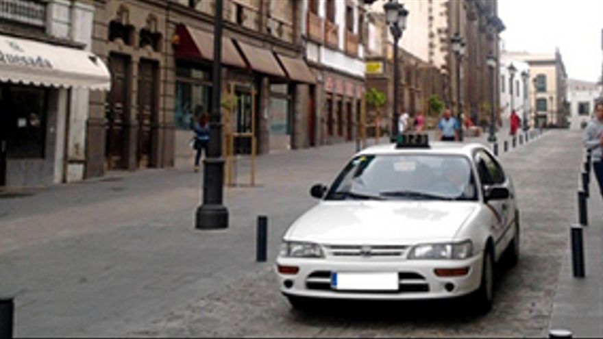 Taxi ocupado en Las Palmas de Gran Canaria.