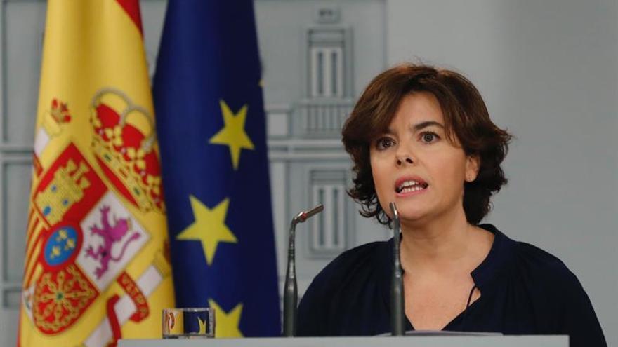El Gobierno y el PSOE llaman a Puigdemont a no declarar la independencia
