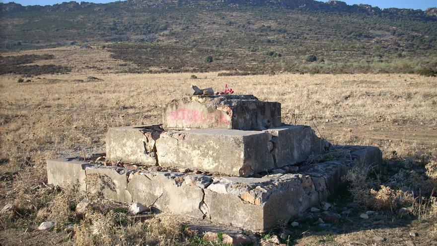 Peana de una cruz del campo, campo de concentración de Castuera