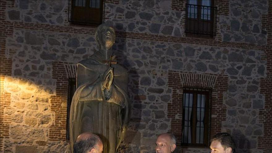 Un granado y la palabra recuerdan a San Juan de la Cruz como patrón de poetas