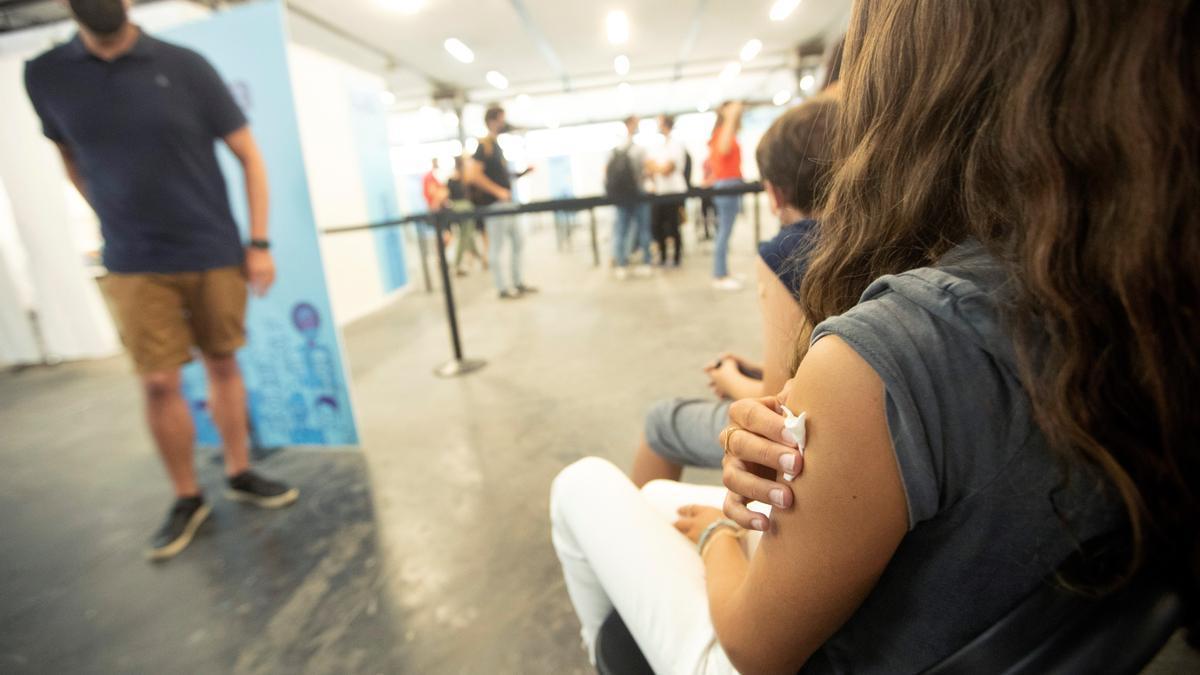 Vacunación de jóvenes de 12 a 15 años, este miércoles en Barcelona.
