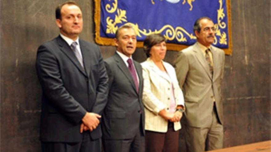 Paulino Rivero presidió la toma de posesión del viceconsejero de Turismo, Ricardo Fernández de la Puente.