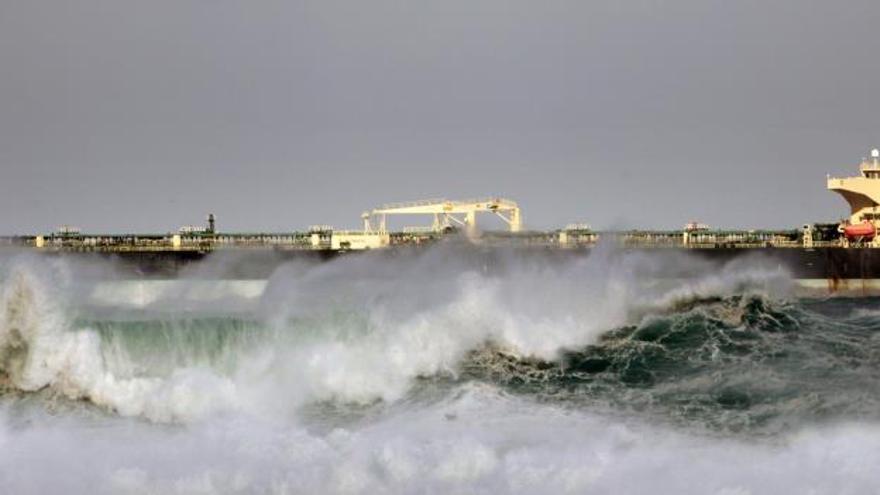 Media España sigue en alerta por el temporal de viento, nieve y fuerte oleaje
