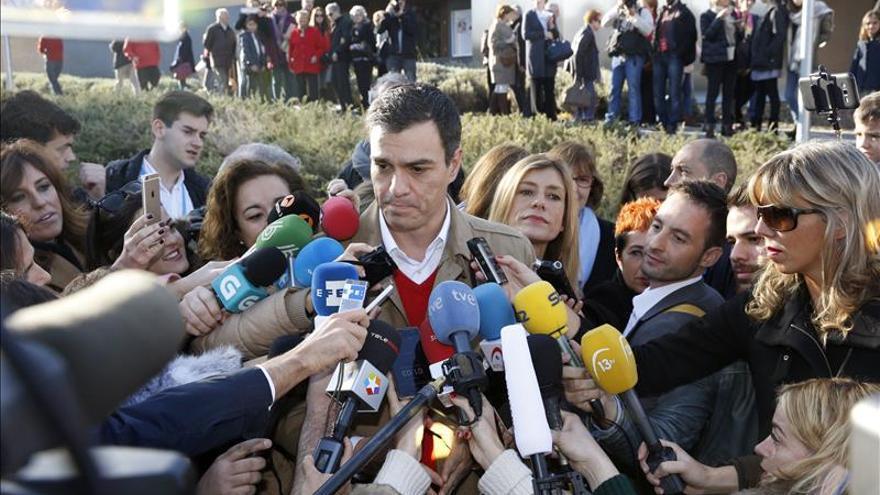 Sánchez llega a Ferraz para seguir el escrutinio rodeado de expectación