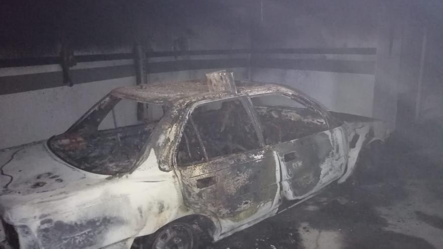 Vehículo afectado en el incendio de un garaje en Montaña Tenisca, en el municipio de Los Llanos de Aridane.